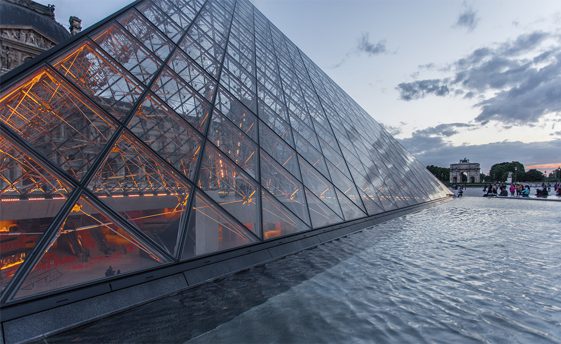 on location Fotografie – Pyramide im Louvre, Paris