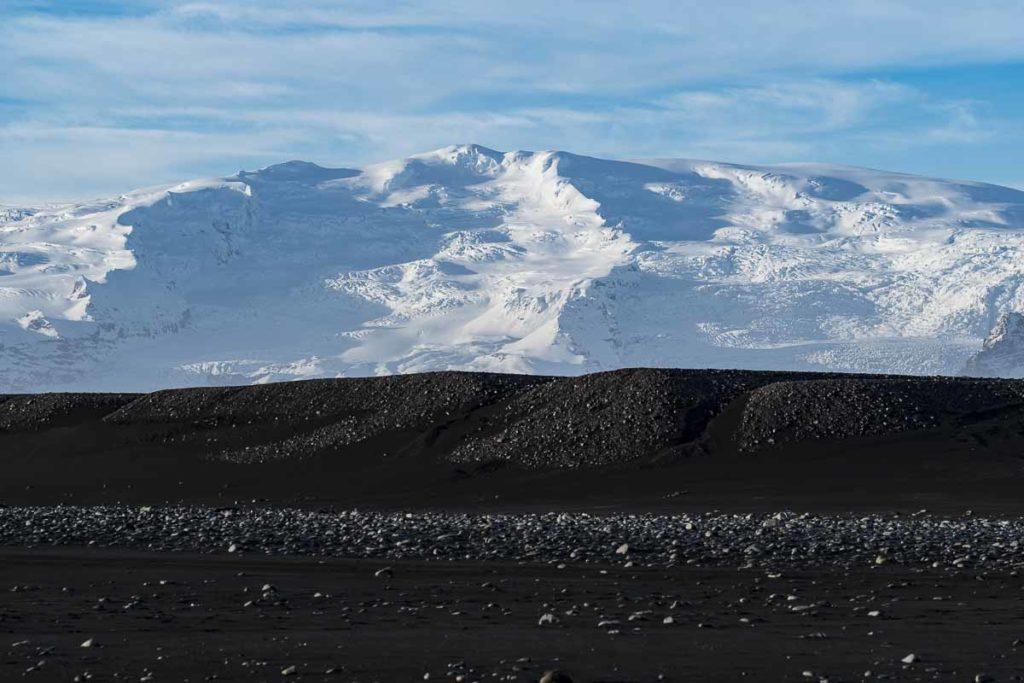 Gletscher mit Lavasand