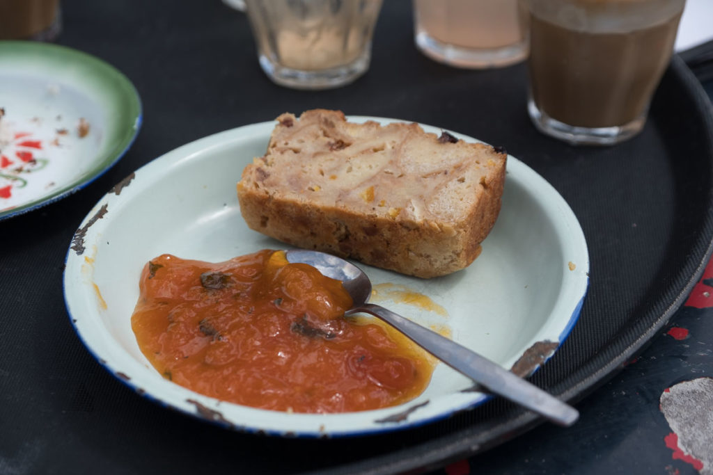 Essen im Café de Ceuvel