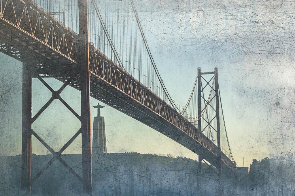Brücke über den Tejo mit Christo Rei - Lissabo