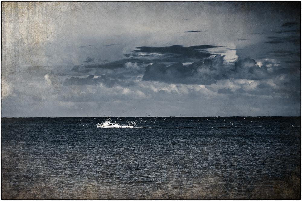 Fischerboot nach dem Regen